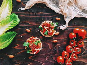 Sandwiches with tomatoes, almonds and parsley - image #136551 gratis