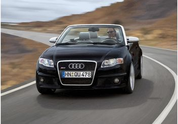 Audi RS4 Convertible - vector #148691 gratis