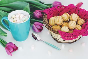 Cookies, marshmallows and tulips - image #182701 gratis