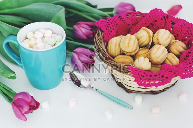 Cookies, marshmallows and tulips - Free image #182701
