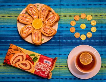Sweet rolls, cup of tea and coins - image #182821 gratis