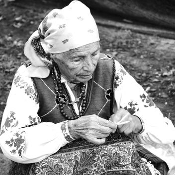 grandmother knitting - image #183271 gratis
