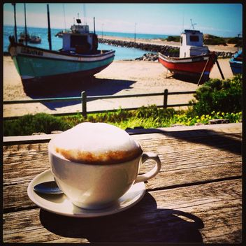 Cup of hot cappuchino and view on the ocean - бесплатный image #183401