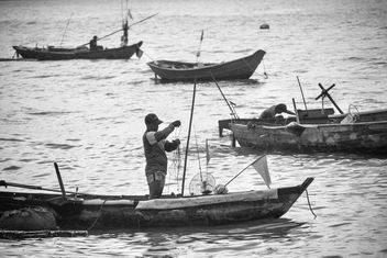 Fishermen in boats - image #183461 gratis