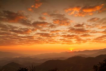 Sunset in mountains - image #183521 gratis