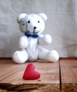 Old teddybear and and heart for Valentine's Day - image gratuit #183881
