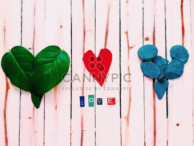 Hearts made of leaves, paper and stones - image gratuit #184111