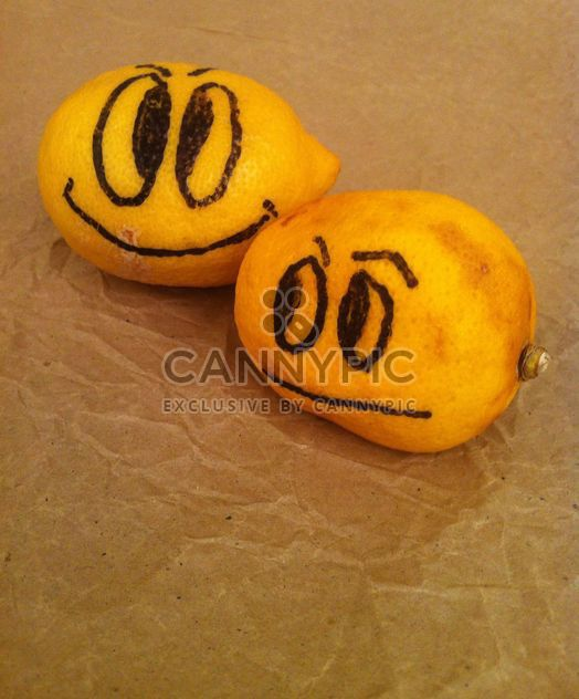 #lemon #fruit #yellow #ripe #face #smiley #smile #sad #happy #unhappy #citrus - image gratuit #185731