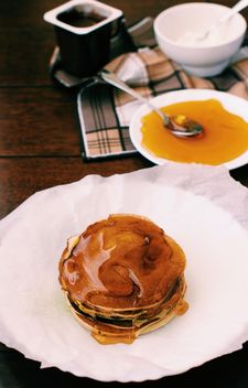 Pancakes with honey - Kostenloses image #185841