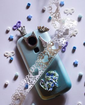 blue smartphone with little crown - бесплатный image #187251