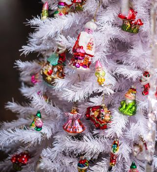 Christmas tree with decorations - image #187331 gratis