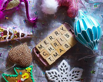Christmas decorations on table - image #187361 gratis