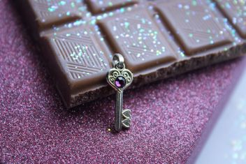 Decorative key and chocolate - image #187391 gratis