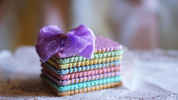 Colorful cookies with a purple bow - image gratuit #187411