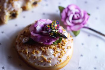 Christmas doughnut on the table - Kostenloses image #187451