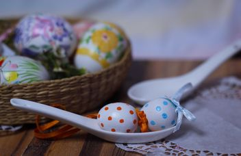 easter eggs with polkadots in basket - бесплатный image #187491