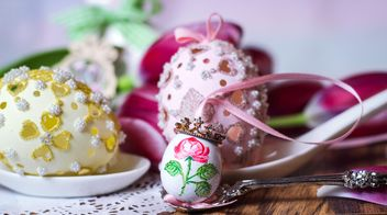 Painted Easter egg in spoon - image #187581 gratis