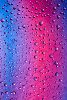 Water drops on abstract colored background - image gratuit #187661