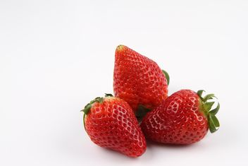 Strawberries on white - image #187831 gratis