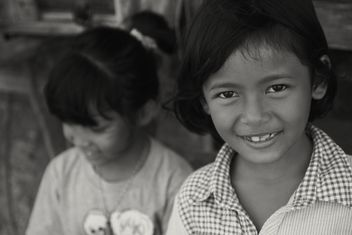 Two little Thai girls, black and white - бесплатный image #197901