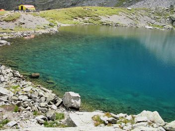 Glacier lake with turquoise water in Carpathians mountains - image #198131 gratis