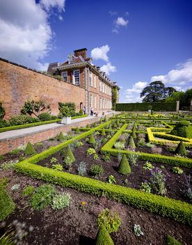 Stately home and garden - image #198271 gratis