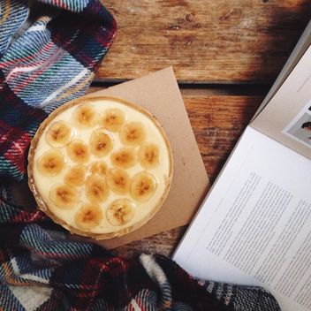 Cheesecake, book and checkered plaid - image gratuit #198521