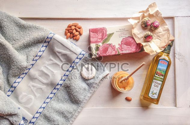 in my bag when I go to the sauna. towel, soap, almonds, honey, olive oil - image #198931 gratis