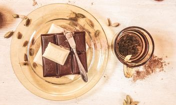 #mirta cinnamon, food, eat, coriander, gold, white black milk chocolate, glass plate, aesthetics, vitamins, breakfast, lunch, cup of tea - image #199051 gratis