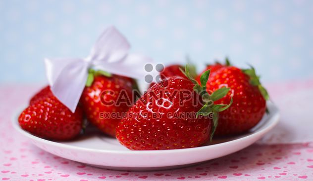 fresh strawberry in a dish - image #201061 gratis