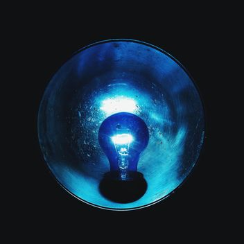 Light of blue lamp bulb - image #272231 gratis