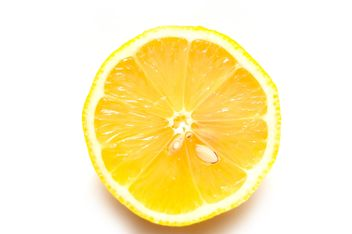 Cutted lemon isolated - image gratuit #273221