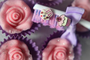 Toothbrush and cupcakes - бесплатный image #273811