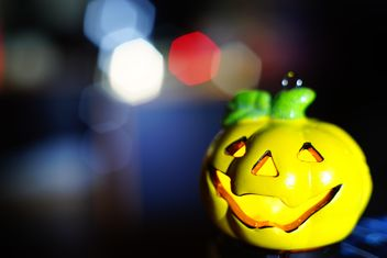 another #halloween2014 #pumkin in front of multiple #colours #hexagon #bokeh. - image gratuit #274801
