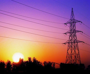 Giving us light - Sun in the day , Wires at night - image gratuit #284341