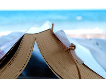 Reading a book at the beach - image gratuit #284421