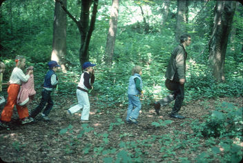 Children's nature walk in Discovery Park, 1978 - image gratuit #291481