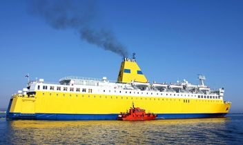 Yellow ship on a sea - бесплатный image #301461