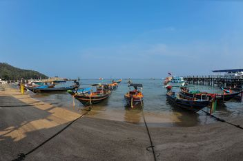 Boats on Koh tao shore - image #301571 gratis