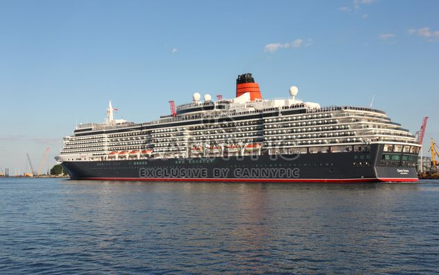 large beautiful cruise ship at sea - image #301601 gratis