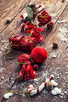 Christmas decorations and hazelnuts - Free image #302021