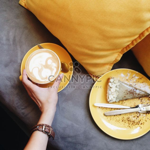 Coffee in yellow cup - image gratuit #302331