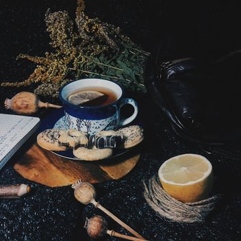 Black tea with lemon and cookies - image gratuit #302801