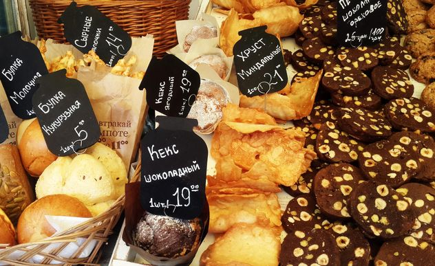 Pastry on market place - image gratuit #303241