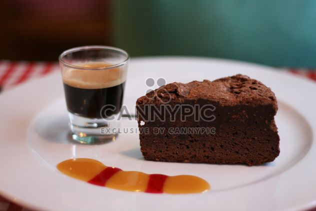 Brownie and glass of espresso - Kostenloses image #304141