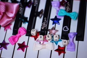 Decorated piano - image gratuit #304641