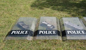 Police shields on the flour - image gratuit #304661