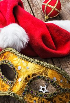 Mask, Santa Claus hat and Christmas decoration - бесплатный image #305751