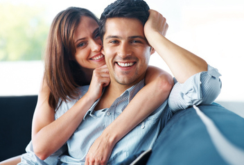 Beautiful young couple relaxing on couch - бесплатный image #317951