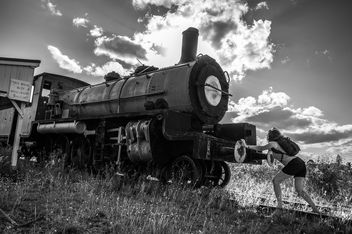 Darkday vs the Steam Train - image gratuit #320391